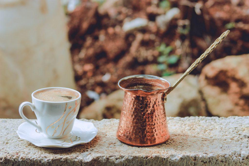 Чашка кофе и турка